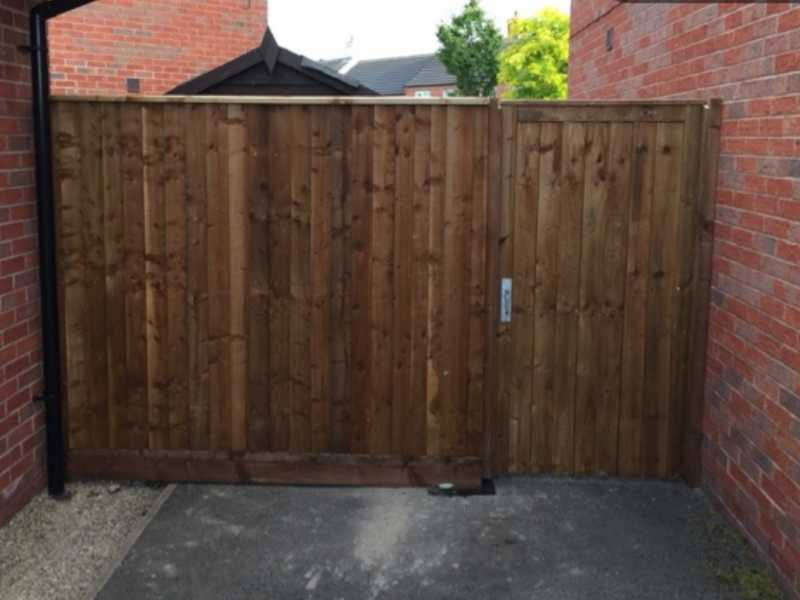fencing contractors Derby and Nottingham